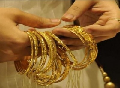 Gold prices rise again, increase by Rs 10,600 in a year