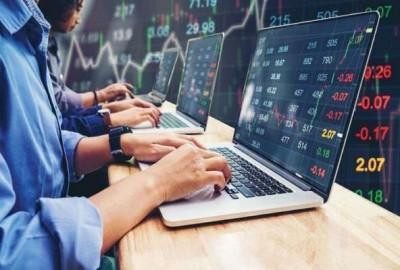 Sensex close down 131 points, Nifty edges up marginally