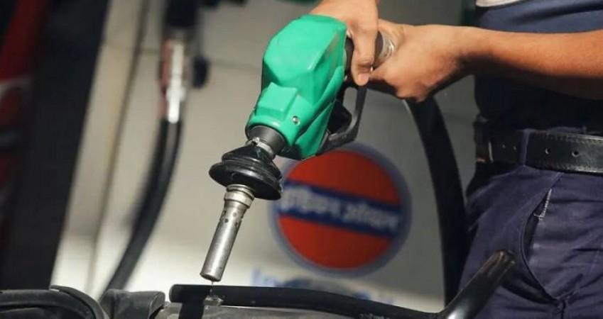 भोपाल में 100 रुपए के पार पहुंचा पेट्रोल, जानिए क्या है डीज़ल का भाव