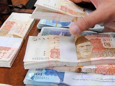 डॉलर की बढ़ती मांग के कारण पाकिस्तानी रुपये की हालत खस्ता
