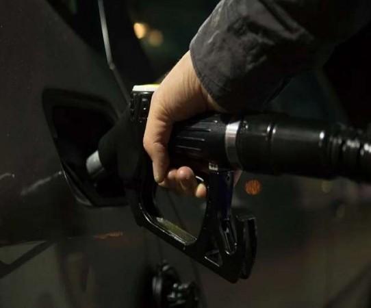 लगातार दूसरे दिन भी बरकरार रही पेट्रोल-डीजल की कीमतों में बढ़ोत्तरी, जानिए क्या है दाम