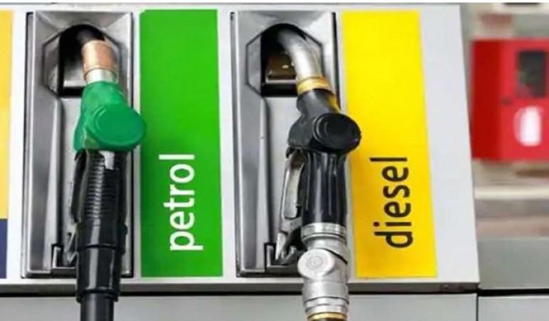 पेट्रोल-डीज़ल की कीमतों में लगातार तीसरे दिन लगी आग, यहाँ जानिए ताजा भाव