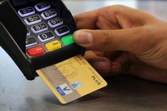 अब बैंकों की ये सेवाएं नहीं रहेंगी फ्री, लगेगा एटीएम से हर बार कैश निकालने पर टैक्स