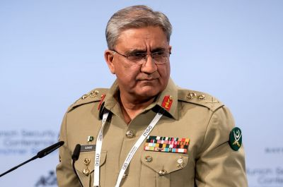 Pakistani military chief meeting with business leaders, speculation intensifies