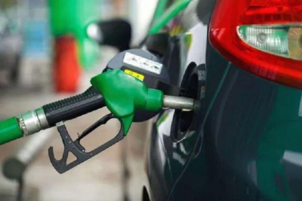 पेट्रोल-डीजल की कीमतों में कटौती जारी, जानें नई कीमत
