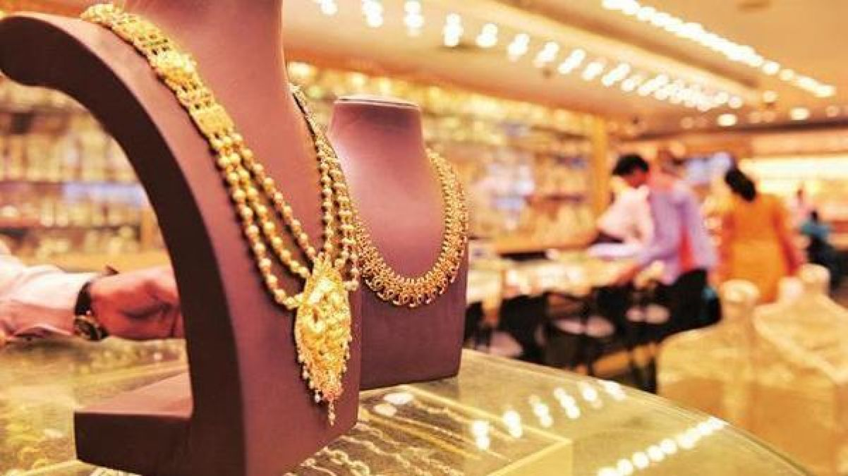 Gold and silver prices surge due to weak rupee, know today's rate