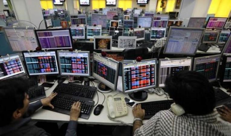 गिरावट के साथ बंद हुआ शेयर बाजार, 540 अंक लुढ़का सेंसेक्स
