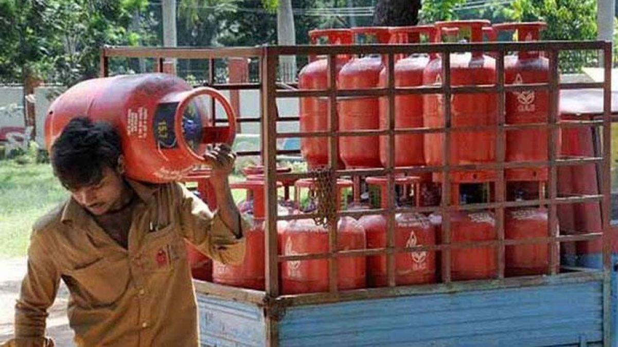 Price of  LPG gas cylinders increased in metro cities