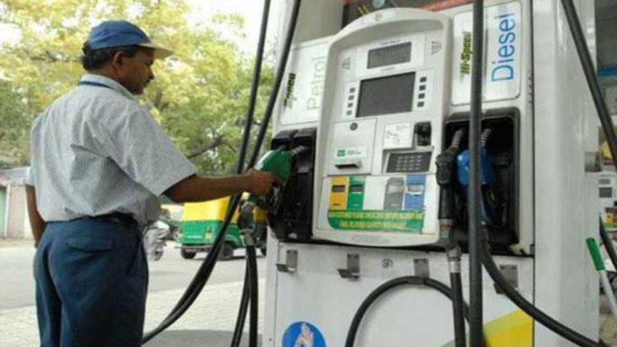 Petrol, diesel prices continue to decline on Thursday