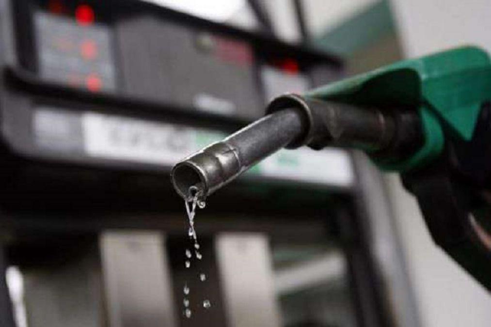 आर्थिक मंदी में भी भारतवासियों को मिल सकती है गुड न्यूज़, पेट्रोल-डीजल के दामों में आ सकती है बड़ी गिरावट
