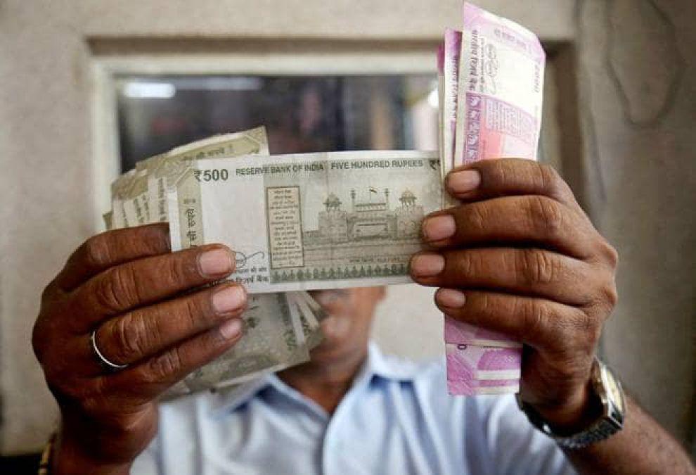 भारतीय मुद्रा में आई गिरावट, जाने कारण
