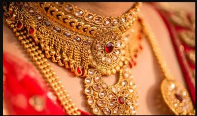 Gold Prices fell down while Silver Prices also decreased….check rate inside