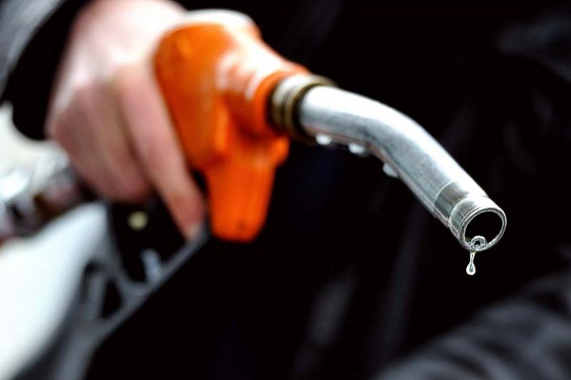 पश्चिम बंगाल में  पेट्रोल और डीजल का टैक्स घटा, जानिए क्या है आज के रेट