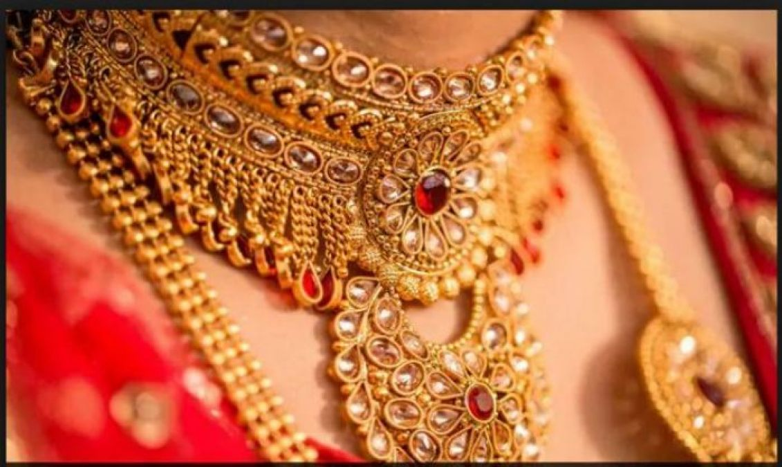 Gold and Silver Price declined amid low demand in all India Sarafa Association