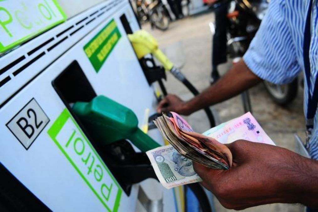 Diesel rose by 5 paise in Delhi, petrol remained steady at Rs. 71.18/litre
