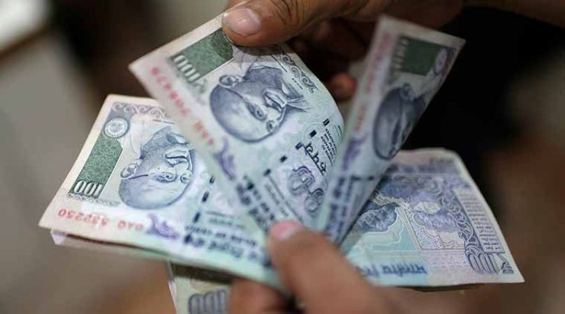Indian Rupee continues to fall, now 72.92 versus the US dollar