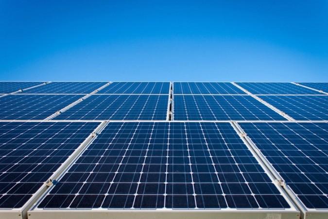 अडानी ग्रीन एनर्जी लिमिटेड ने उत्तर प्रदेश के इस शहर में स्थापित किया 50 मेगावाट का सौर ऊर्जा संयंत्र