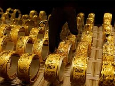 Gold prices fall sharply to Rs 50,421/10 gm on rising bond yields