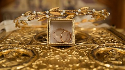 Gold price edges lower at Rs 48,702/10 gm, silver lags by Rs 1,703 a kg