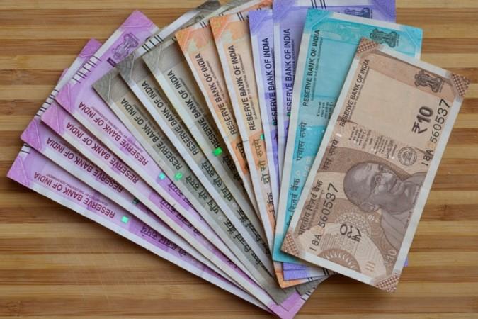 शुरुआती कारोबार में अमेरिकी डॉलर के मुकाबले 3 पैसे की तेजी के साथ खुला रुपया