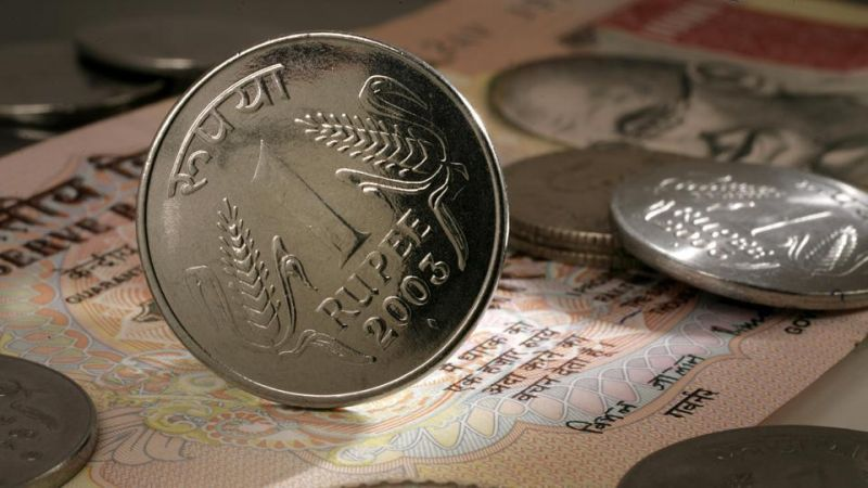 Sensex closes below 272 points with fall in Rupee
