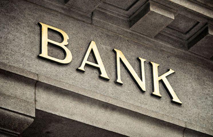 किसानों की मुसीबतें बढ़ा रही बैंक