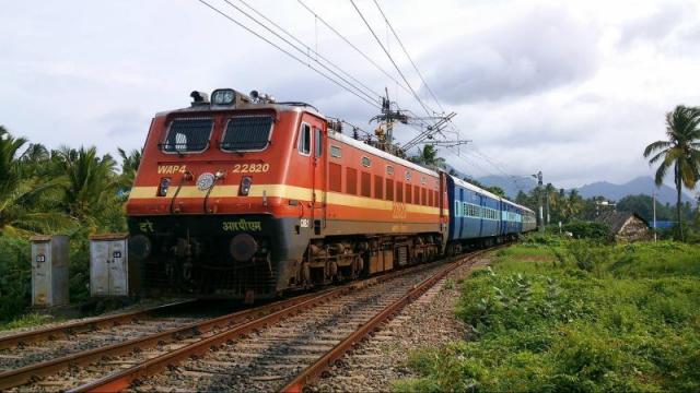 LIC का रेलवे में 1.5 लाख करोड़ का निवेश