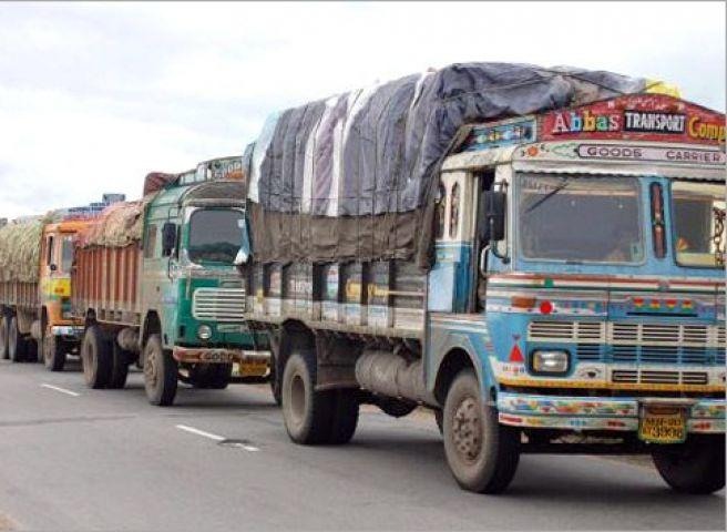भारी वाहनों को अब देना होगा 'पर्यावरण शुल्क'