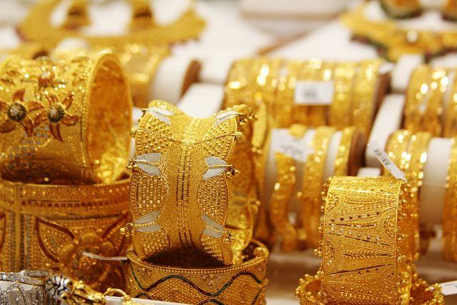 सोने में लगातार तीसरे दिन 60 रुपये की गिरावट, चांदी मजबूत