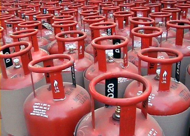 सब्सिडी वाले गैस सिलेंडर की कीमते हुई कम, जानें कितनी