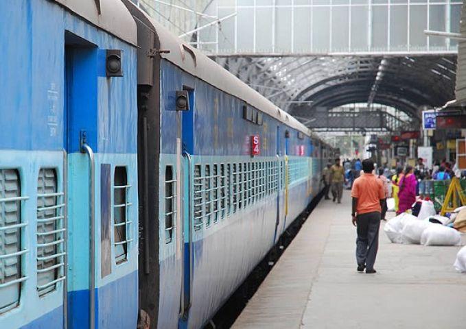यात्रियों की संख्या में आई भारी कमी, मंत्री हुए चिंतित