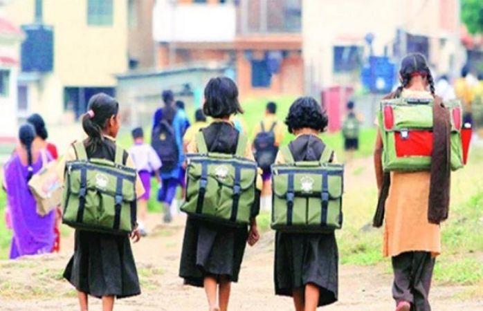 शिक्षक ही घटा रहे हैं, संस्कृत की शिक्षा को
