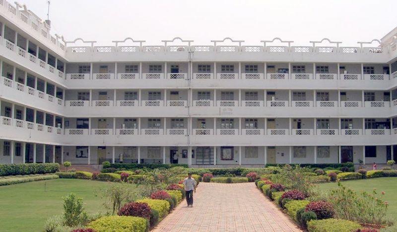 300 इंजीनियरिंग कॉलेजों पर लगेगे ताले