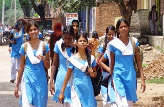 महाराष्ट्र के हजारों स्कूलों पर जल्द लगेगे ताले