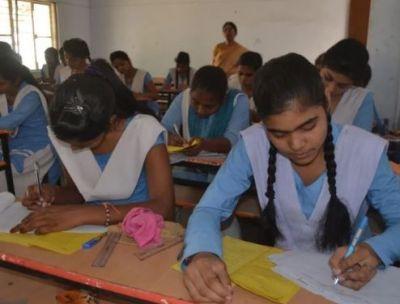UP बोर्ड परीक्षा केंद्र के लिए 150 स्कूलों ने जताई आपत्ति, कहा - 'और परीक्षा केंद्र बनवाए जाए'..