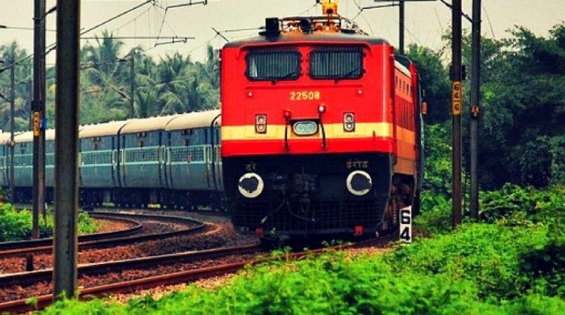 एक बार फिर बेरोजगारों पर मेहरबान रेलवे, 10वीं पास के लिए 4373 पदों पर नौकरी