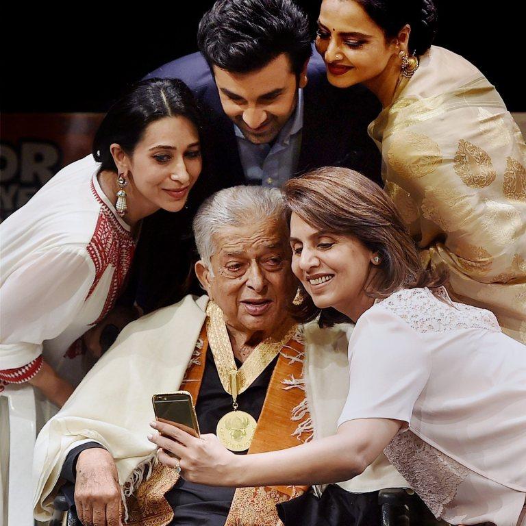 отеле семья индийские актеры картинки таком