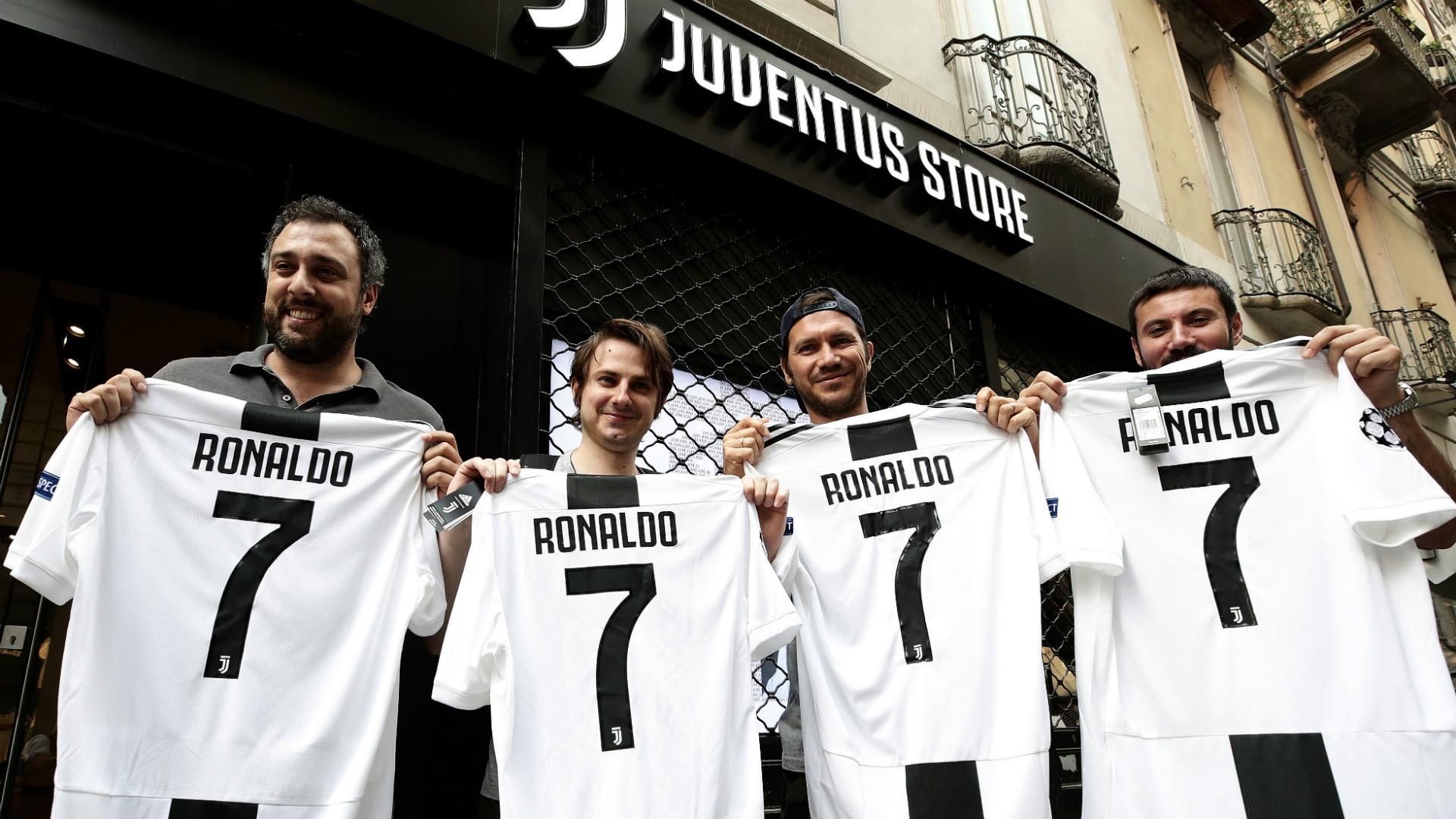 premium selection 438dc 2eca9 Juventus fans gave Cristiano Ronaldo a rousing welcome 1 ...