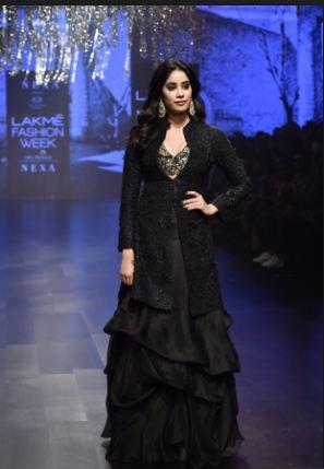 Amazing Janhvi Kapoor Ramp Walks At Lakme Fashion Week 2019 News Track Live Newstrack English 1