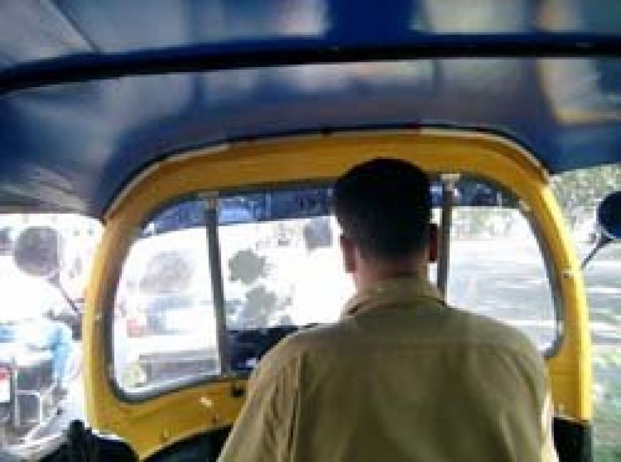 Autorickshaw driver rob passenger where he refused to give money for  liquor