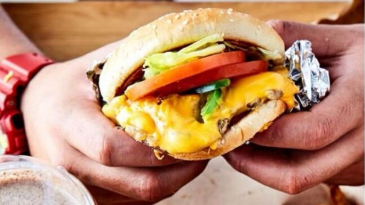 Man who eat Burger King's burger lands in hospital after ingesting glass pieces