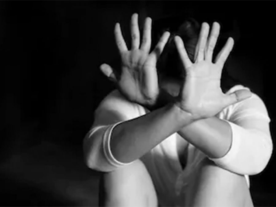 4 Men rape a girl who was going to neighbour's house in night