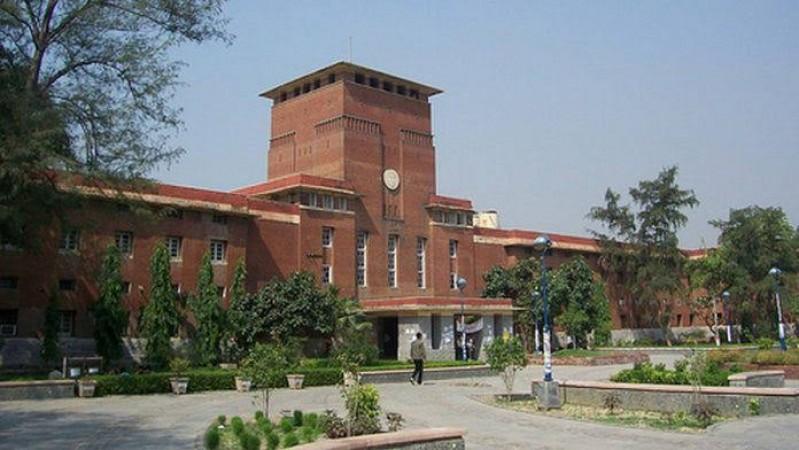 कोविड संकट के बीच दिल्ली विश्वविद्यालय ने अंतिम वर्ष की परीक्षाएं कीं स्थगित