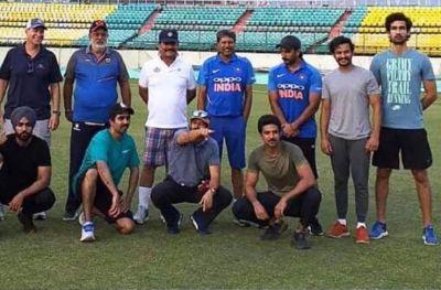 रणवीर सिंह ने नहीं मानी 'क्रिकेट के किंग' की बात, ट्रेनिंग छोड़ जा पहुंचे फैंस के पास