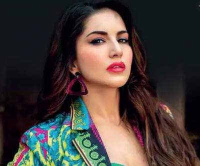 Sunny Leone's dance video goes viral on social media