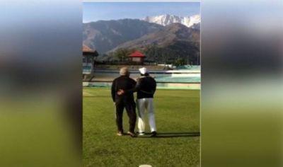 क्रिकेट ट्रेनिंग के दौरान 'नशे सी चढ़ गई' पर धमाकेदार डांस करते दिखे रणवीर