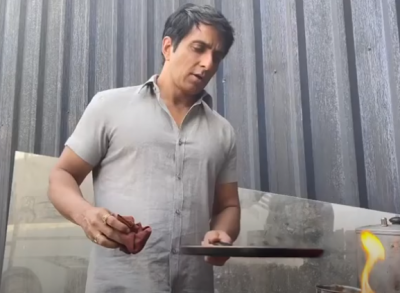 Sonu Sood is sometimes seen helping people and sometimes making dosa!!
