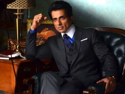 Sonu Sood wins fans' heart once again, video goes viral playing band