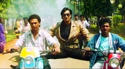 तोते ने किया अजय देवगन की तरह बाइक स्टंट, इस अभिनेता ने कर डाली खिंचाई