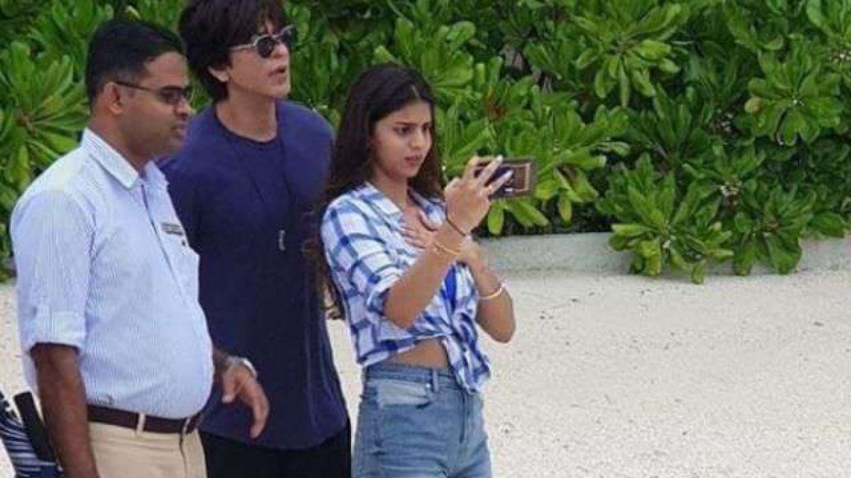 Suhana Took Selfie with Dad Shah Rukh; see the post!